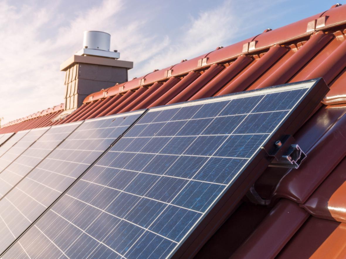 Home in New Phoenix AZ with solar panels